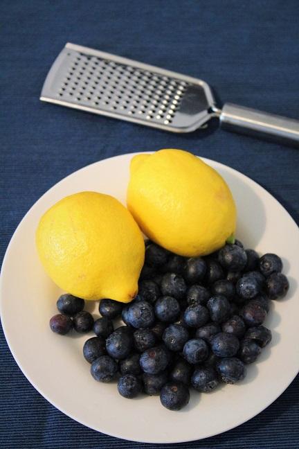 Bolo de limão com mirtilos